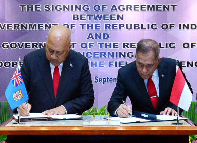 Hon. Minister for Defence & National Security (Ratu Inoke Kubuabola) and the Indonesian Minister of Defence (General (Retd) Ryamizard Ryacudu) signing the MOU on Defence Cooperation in Jakarta